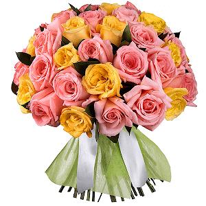 Букет из 53 розовых и желтых роз